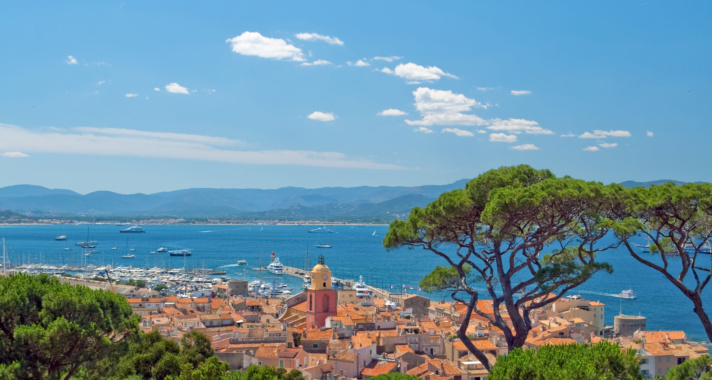 a guide to luxury yacht charters in st tropez french riviera luxury. Black Bedroom Furniture Sets. Home Design Ideas