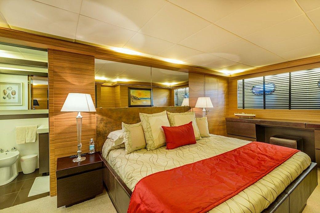 JAJARO-Yacht-Cabin.jpg
